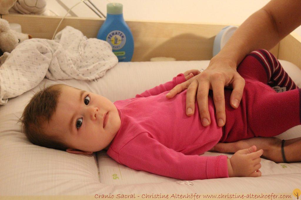 Cranio nach der Geburt hilft Mutter und Kind